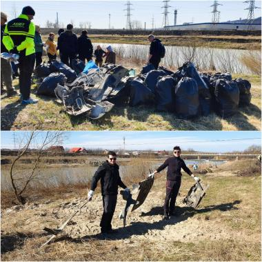 ASSIST Software team cleaning up part of a riverbank in Lunca Sucevei