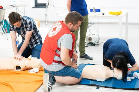 ASSIST Software employes learning how to resuscitate in case of need